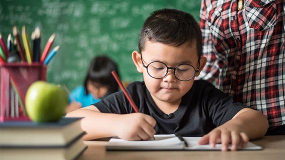 5 Cara Mendidik Balita untuk Menulis