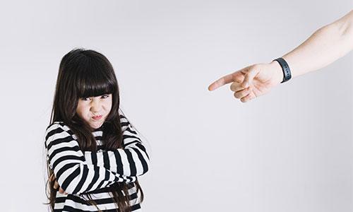 Akibat-Banyak-Kritik-Minim-Pujian-Pada-Anak